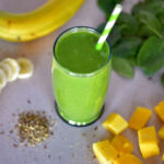Green Smoothie with Spinach, Mango & Banana